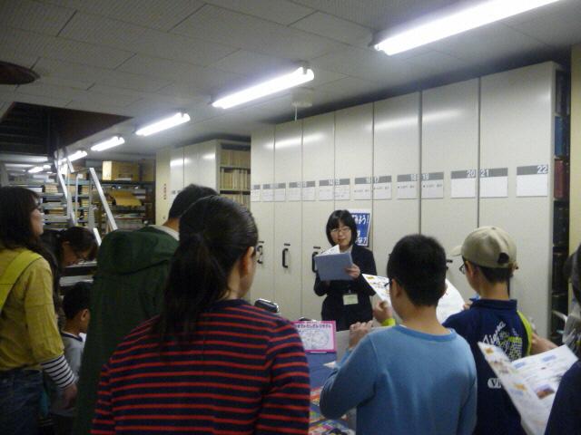子ども向け書庫ツアー 図書館のひみつを探せ!